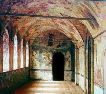 Gallery in the Church of the Resurrection of Christ. Rostov Velikii. Sergei Prokudin-Gorskii / Public domain