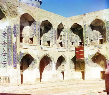 Inside Shir-Dar mosque. Samarkand. Sergei Prokudin-Gorskii / Public domain